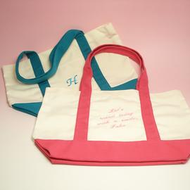 出産祝い 名前入り マザーズバッグ メッセージ イニシャル 両面刺繍バッグ